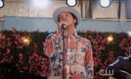 "Video de Bruno Mars cantando ""Rest"