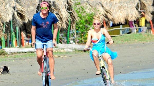 Shakira y Carlos Vives recorren Barranquilla