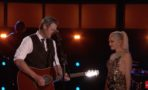 Gwen Stefani y Blake Shelton cantan