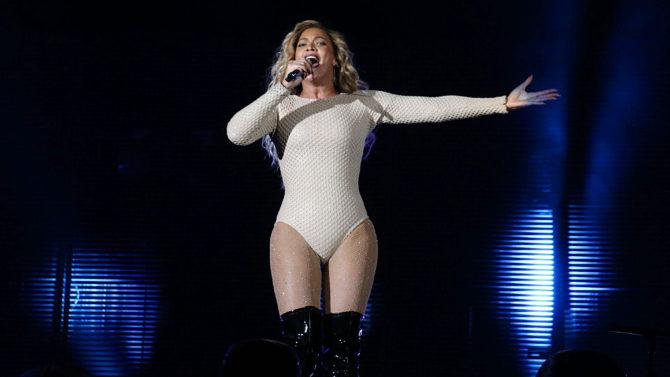 Beyoncé rinde tributo a Prince [VIDEO]