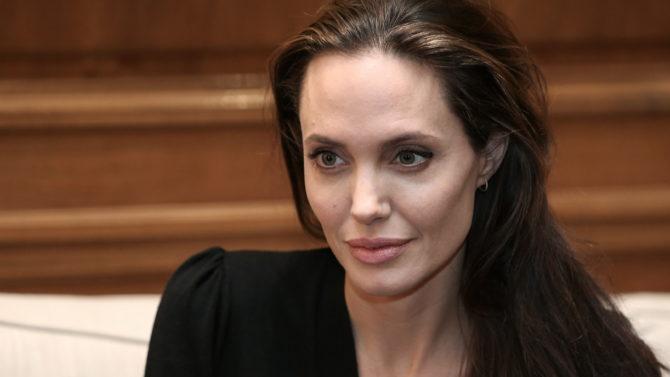 Angelina Jolie profesora London School of