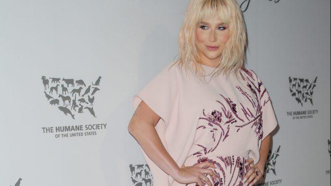 Kesha brinda una emotiva interpretación del
