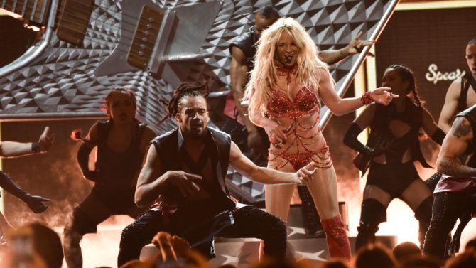 "Britney Spears estrenará ""Make Me..."" en"