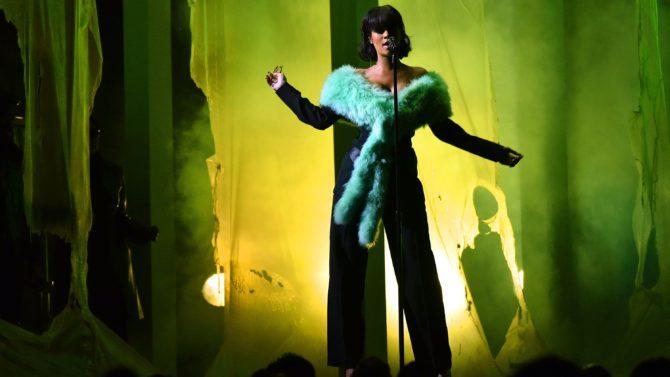 Billboard Music Awards 2016: Rihanna canta