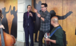 Lin-Manuel Miranda y J.J. Abrams cantan
