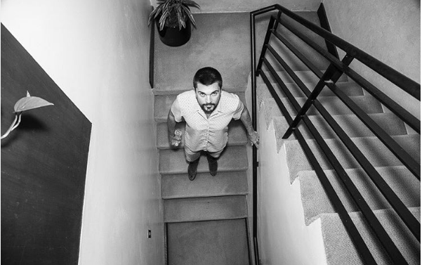 Juanes publica video de niño interpretando