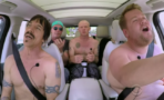 Red Hot Chili Peppers canta sin