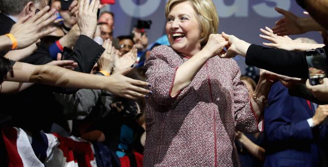 Critican a Hillary Clinton por usar