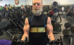 J.K. Simmons saca bastantes músculos para