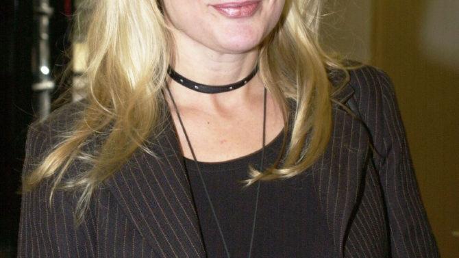 Muere Caroline Aherne