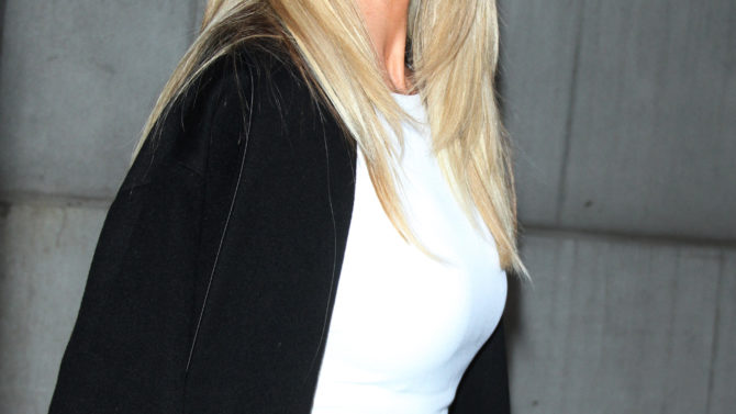 Christie Brinkley se enoja mujer por