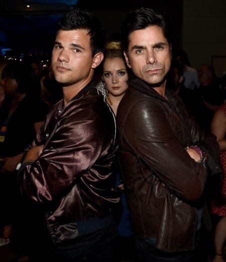 Taylor Lautner, Billie Lourd y John Stamos