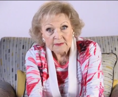 Betty White hace lectura dramática del
