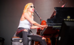 Lady Gaga rinde tributo a The