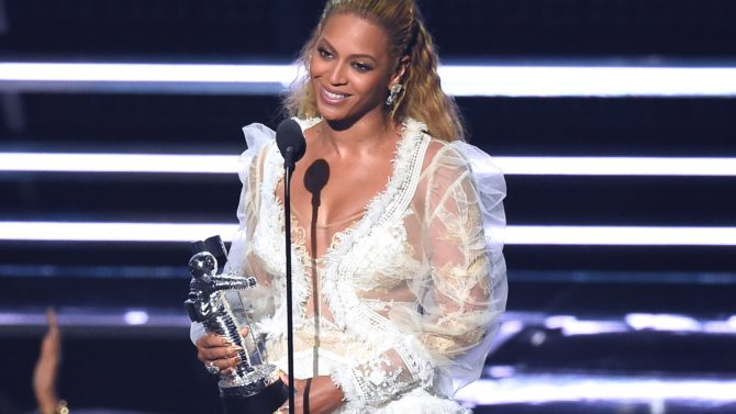 "MTV Video Music Awards 2016: ""Formation"","