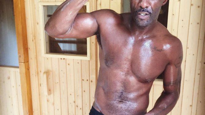Idris Elba muestra sus músculos en