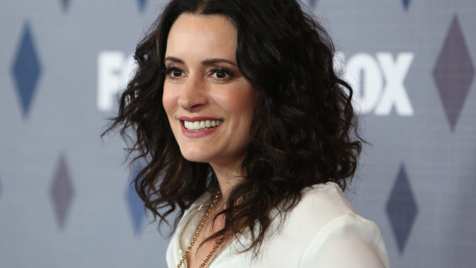 Paget Brewster regresa como personaje regular
