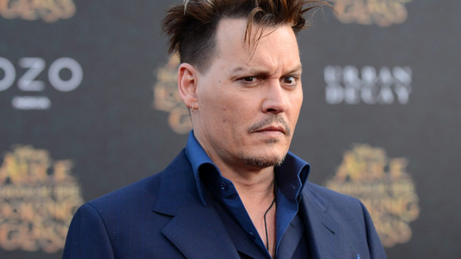 Johnny Depp se corta dedo ataque
