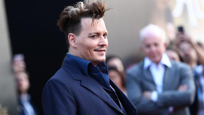 Johnny Depp premier 'Alice Through the