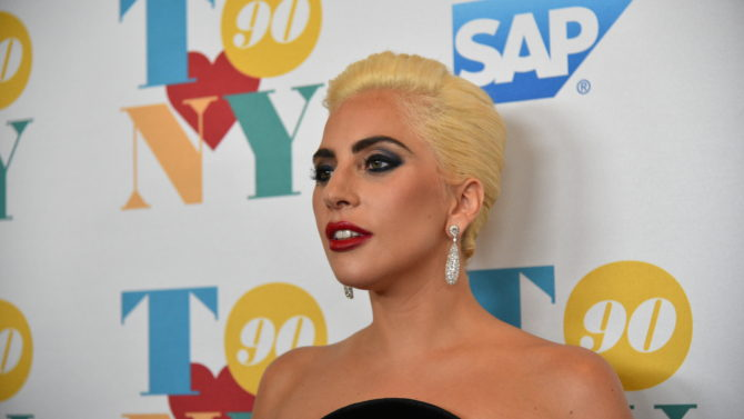 Lady Gaga alfombra roja