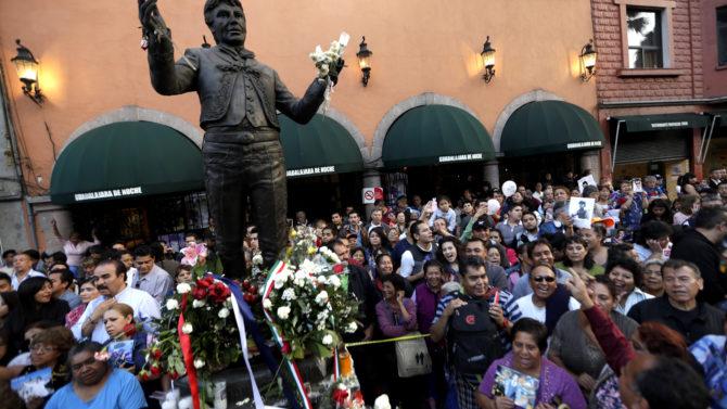 Hijos Juan Gabriel homenajes