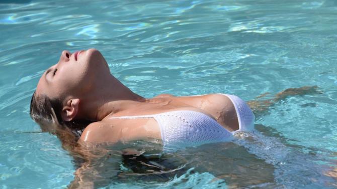 Elizabeth Gutiérrez posa muy sensual en