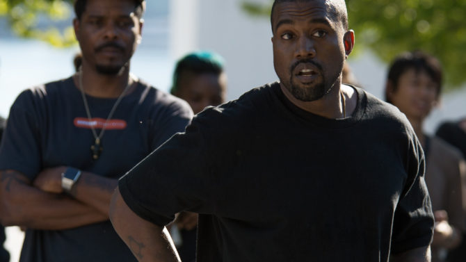 Kanye West responde criticismo desfile Yeezy