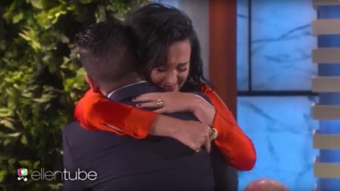 Katy Perry llora al conocer sobreviviente
