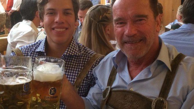 Arnold Schwarzenegger y Joseph Baena