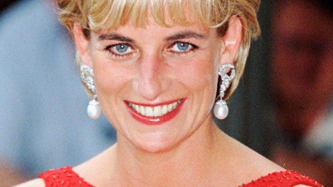 Subastan auto convertible princesa Diana