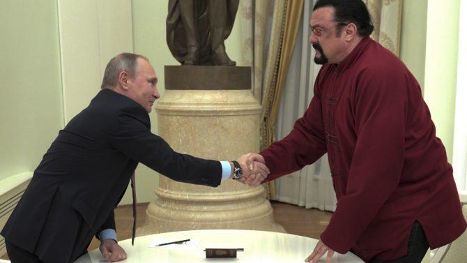 Steven Seagal pasaporte ruso Vladimir Putin