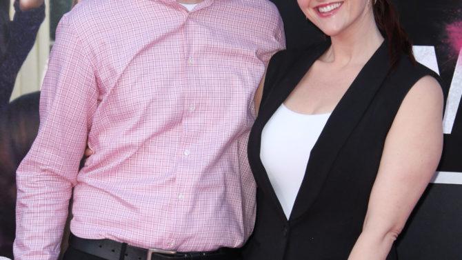 Sara Rue y Kevin Price adoptan