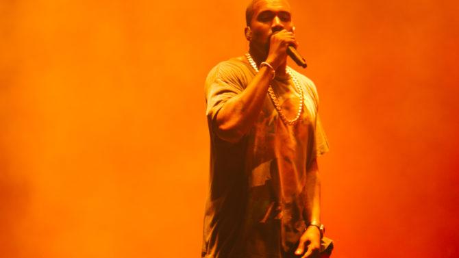 Video Kanye West finaliza concierto problemas
