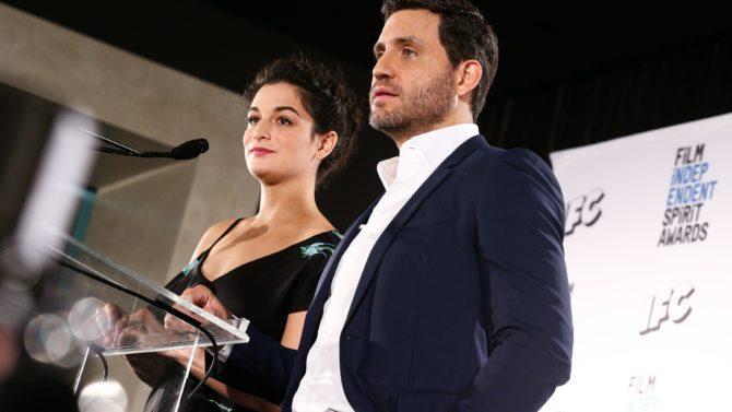 Edgar Ramirez y Jenny Slate